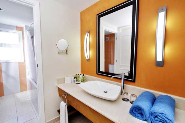 BATHROOM-DELUX-PRIVILEGE-DBL-ROOM